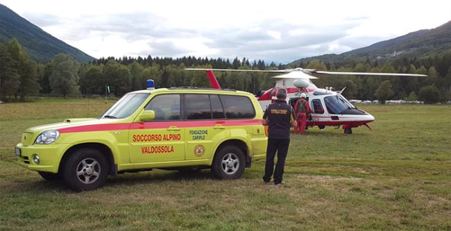 soccorso elicottero vigili fuoco jeep uomo